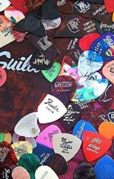 Guitar Picks (5sos/Luke Hemmings)