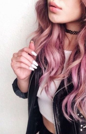 Molly les cheveux roses