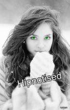 Hypnotized by her by KyliQie91