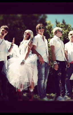 Friendship? Or Love Triangle?  (R5 band story)