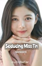 Seducing Miss Tin (GxG) by its4UtofindOut