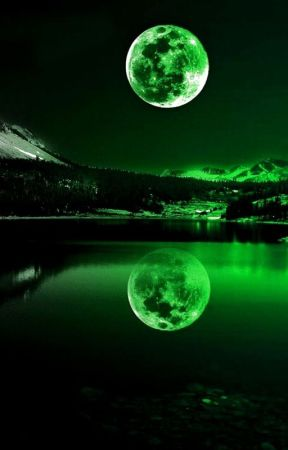The green moon by gobzard