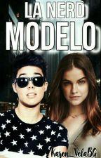 La Nerd Modelo. MB. by Karen_VelaBG