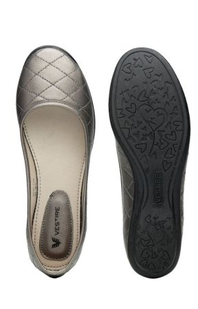 Trendy women's footwear collection in India by vestireindia