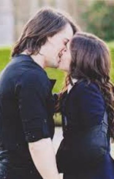 What's left behind (Vampire academy Fanfiction)
