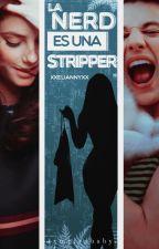 La nerd es una stripper by _LittleBabye_