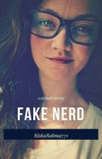 Fake Nerd by RiskaRahma771
