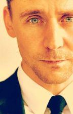Atrapada por su mirada (Tom Hiddleston Fanfiction) by ZiaMondragn