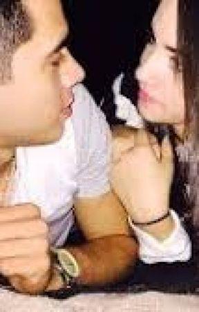 Juan  De Dios Pantoja y Kimberly Loaiza by user75664623