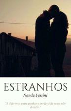 Estranhos (Concluído) by NandaFassini