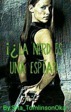 ¡¿La nerd es una espía?! by Srta_TomlinsonOka