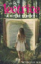 lectrice à votre service !  by etincelle-dor