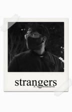 Strangers.  « T e r m i n a d a » by loszumosdeauron
