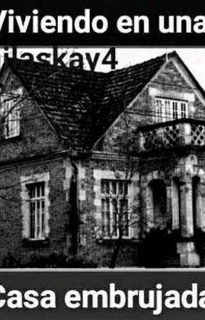 Viviendo en una casa embrujada. by CamilaSkay4