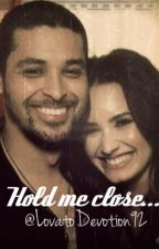 Hold Me Close (Demi Lovato FanFic) (Dilmer Story) by LovatoDevotion92