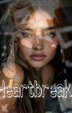 Heartbreak// Luke Hemmings by clara_9921