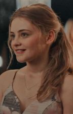"Disney Descendants; ""The Princess And The Villain."" [Evie Queen] by ElTraseroDeSofia"