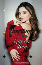 Courting The Queen Bee (GxG) by karyllebermudez