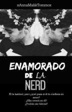 Enamorado De La Nerd (Zayn Malik)  by xAnnaMalikTommox