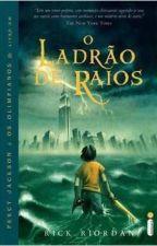 Romanos lendo Percy Jackson e o Ladrão de Raios by ThalinaRosalara