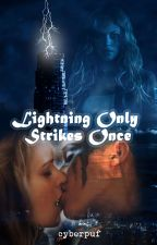 Lightning only strikes one (traducida al español con permiso de la autora) by cyberpuf