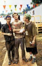 Stuff happens for reasons. (Green Day X Reader) by PatTheMostEmoNerd
