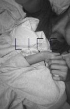 life // luke hemmings - fanfic by Liaaaaaaaaa