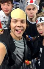 5SOS fanfictions by 5SecondsofMcFly