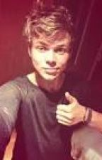 The Bet (Ashton Irwin FanFic) by 5sos1999