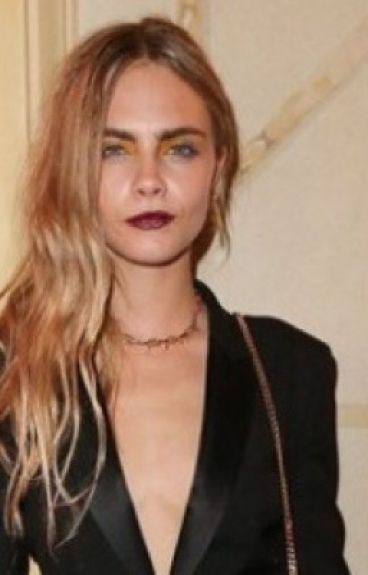Mysterious girl             (Cara Delevingne)