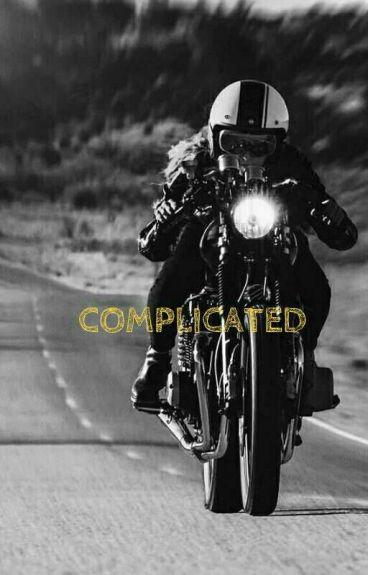 Complicated (Michael Clifford y tú)