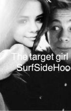 The target girl || Luke Hemmings by grazerburgos