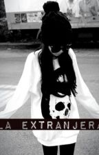 La Extranjera by LourdesYapura