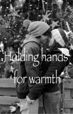 Holding hands for warmth (compleet) by brittxxvdm