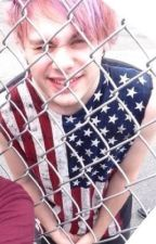 Just another fan  ( Michael Clifford fanfiction) by Tiadeville