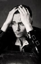 Detrás de la barra [Tom Hiddleston one-shot] by hiddlesonfire