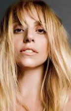 ¿Por que duele ser fan de Lady Gaga? by JustinMora