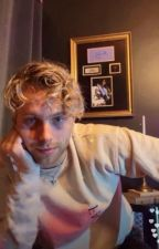 Who are you? ✝ luke hemmings by naifcalum
