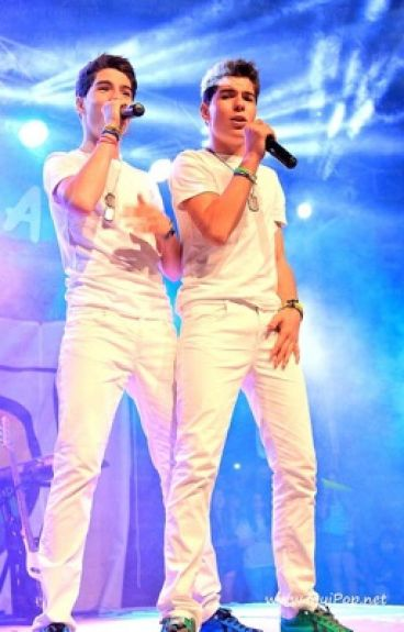REBELDES ( Gemeliers hot + )