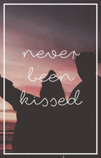 Never been kissed || Calum Hood