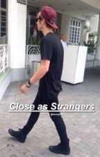 Close as Strangers || Luke Hemmings by henmjingz