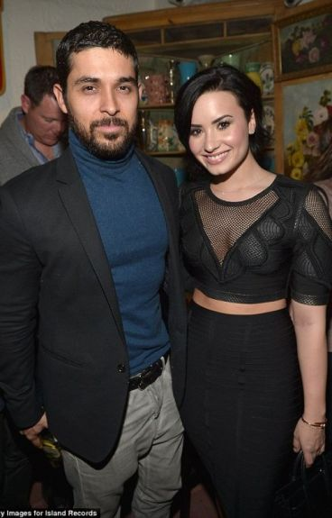 Broken life (A Dilmer Fanfiction)