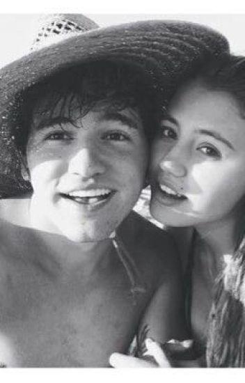 είναι JC caylen dating Lia 2015