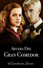 AFUERA DEL GRAN COMEDOR by ZanahoriaDiAngelo