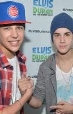 One Less Lonely Girl (an Austin Mahone & Justin Bieber fanfic) by ohheydidntseeyathere