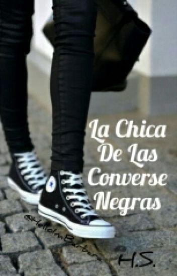 la chica de los converse