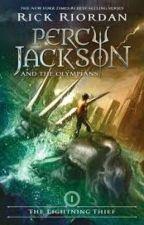 Leyendo Persephone Jackson y el Ladrón del Rayo by _Daap_
