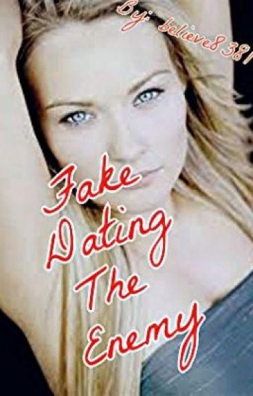 Fake dating au fanfic