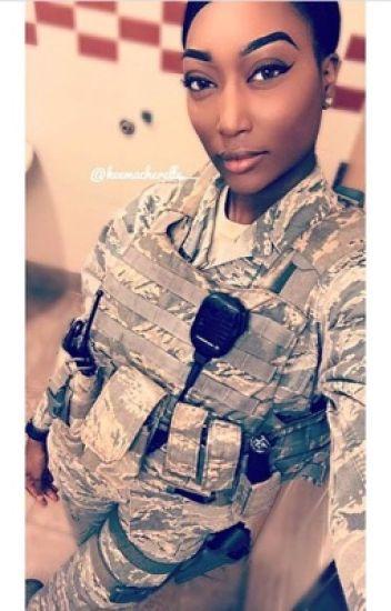 Une femme à l'armée.