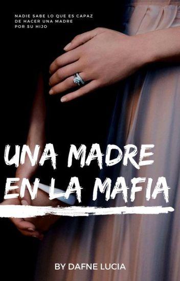 Una Madre En La Mafia de Dafne Lucia